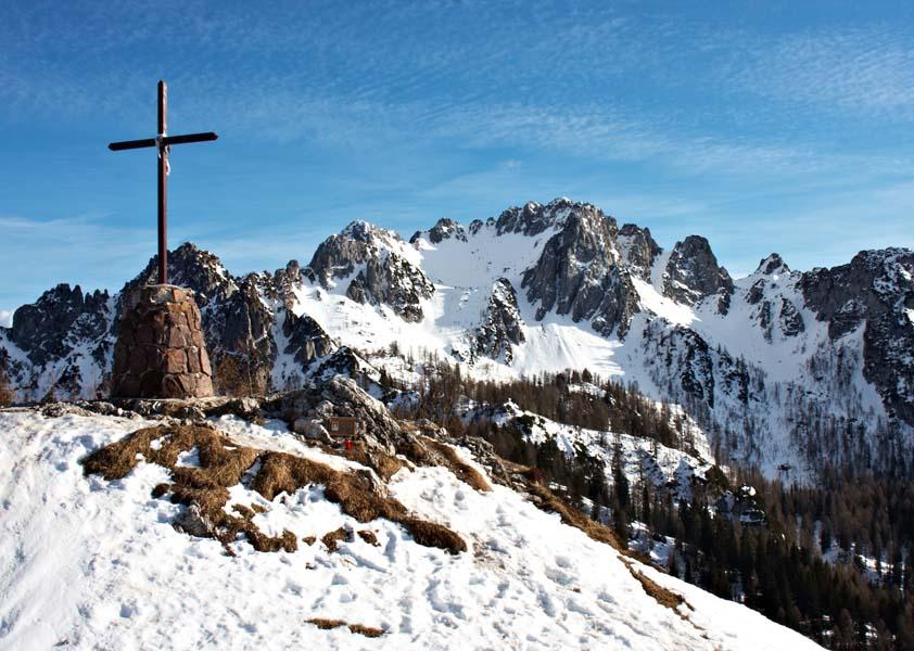 Svete Višarje z Beraškim križem in Kamnitim lovcem
